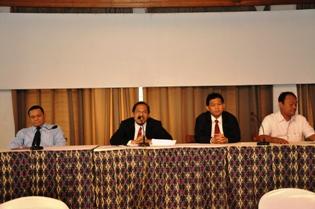 Gambar 1. Kepala Perwakilan memberikan sambutan dalam pembukaan Konsinyering Penyusunan Laporan Hasil Pemeriksaan di Hotel Mesra