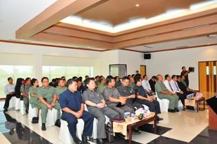 Gambar 2. Pejabat Struktural BPK dan jajaran SKPD Kota Samarinda, Kabupaten Malinau, Kabupaten Kutai Timur, dan Kabupaten Bulungan turut hadir dalam acara penyampaian laporan keuangan tersebut.