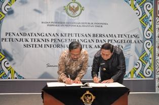 Gambar 1. Kepala Perwakilan dan Walikota Bontang menandatangani Keputusan Bersama Juknis e-audit