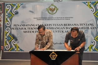 Kepala Perwakilan dan Bupati Nunukan menandatangani Keputusan Bersama Juknis E-audit