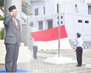 Gambar. Kepala Perwakilan memimpin upacara bendera memperingati HUT Korpri ke-41