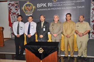 Gambar 2. Foto Bersama Kepala Perwakilan dengan Bupati Kutim