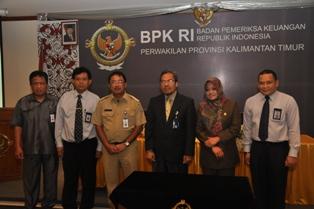 Gambar 3. Foto bersama Kepala Perwakilan, Walikota, Wakil Ketua DPRD beserta undangan lainnya