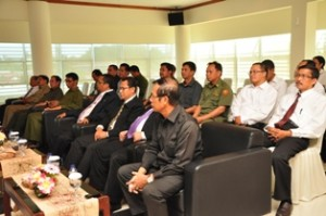 Gambar 3. Pejabat struktural baik dari BPK Perwakilan Kaltim maupun Pemerintah Daerah Kab. Tana Tidung turut menghadiri acara penyerahan tersebut.