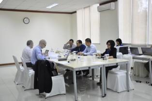Gambar 3. Diskusi Tim Peer Review dengan Tim Pemeriksa yang menjadi ...