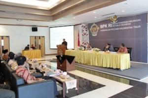 Gambar 2. Kepala Perwakilan menyampaikan hasil pemeriksaan atas LKPD Kota Bontang dan Kab. Berau TA 2013